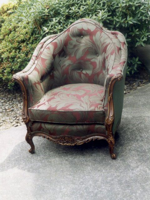 button- back chair